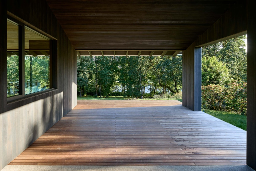 Divine House. Covered deck